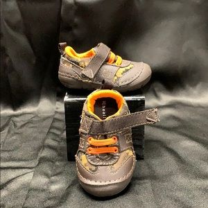 sz 3 camp print baby shoes